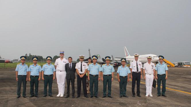 Máy bay vận tải Không quân Pháp bay biểu diễn trên bầu trời Việt Nam - ảnh 12