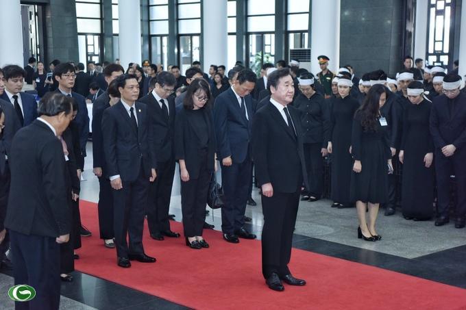 Thủ tướng Hàn Quốc dẫn đầu đoàn vào viếng Chủ tịch nước Trần Đại Quang.