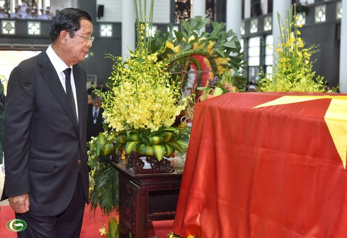 Thủ tướng Campuchia Hun Sen viếng cố Chủ tịch nước Trần Đại Quang.