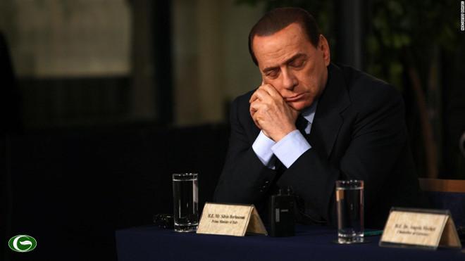 """Ông Berlusconi nổi tiếng là người hay ngủ gật trong cuộc họp. Trước đó, phóng viên bắt gặp cảnh ông """"gật gù"""" trong phiên khai mạc Hội nghị thượng đỉnh Arab ở Libya hồi tháng 3/2010 và trong cuộc họp báo ở Jerusalem vào tháng 1/2009."""