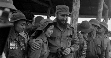 Câu chuyện cảm động giữa chủ tịch Fidel Castro và nữ TNXP Việt Nam