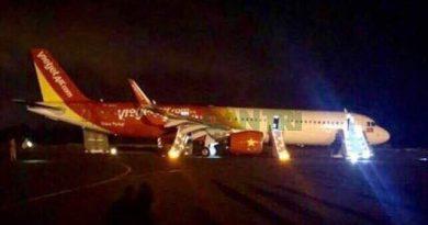 Tịch thu bằng lái phi công vô thời hạn đối với 2 phi công trong vụ máy bay rơi lốp trong tối 29/11