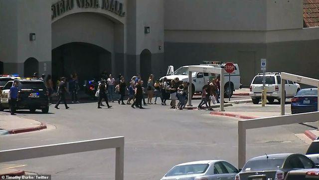 Xả súng tại siêu thị ở Mỹ, ít nhất 20 người chết - 8