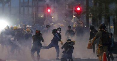 """""""Hoa nở khắp nơi"""" đang nhấn chìm Hong Kong"""