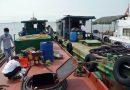 Bắt tàu sang mạn 25.000 lít dầu trái phép trên vùng biển Hải Phòng