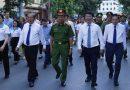Phó Thủ tướng Thường trực Trương Hòa Bình và các đại biểu đi bộ diễu hành hưởng ứng lễ mít tinh